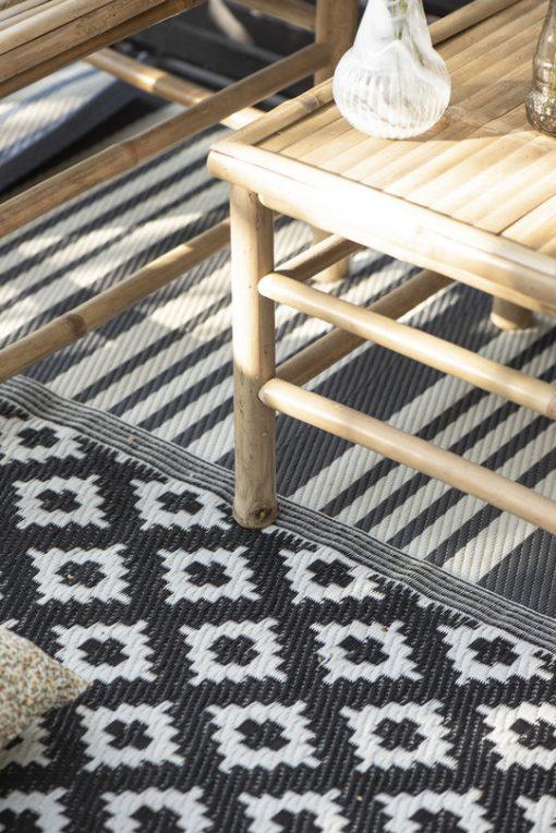 Bambupöytä