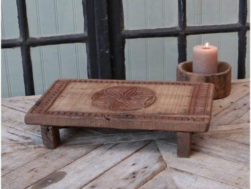 Grimaud, puinen lauta jaloilla