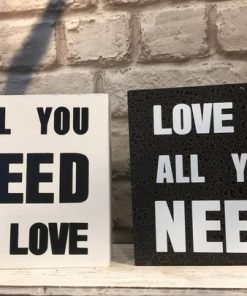 Love is all you need -puutaulu